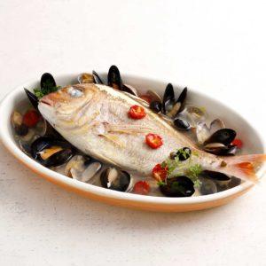 真鯛とアサリのアクアパッツァ